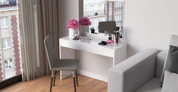 leuke tafel met spiegel